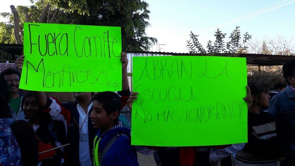 Padres de familia en desacuerdo con plantilla de maestros for Oficina de empleo santa eugenia